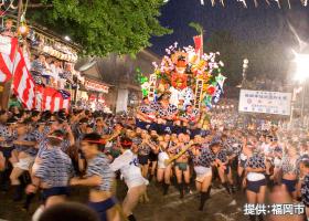 博多祇園山笠(期間:7月1日〜7月15日)