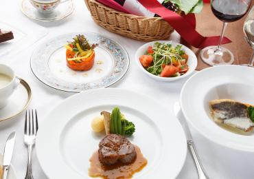 ブッフェや本格フレンチを堪能できるレストラン